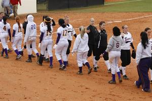 Softball Drops Doubelheader to Panthers