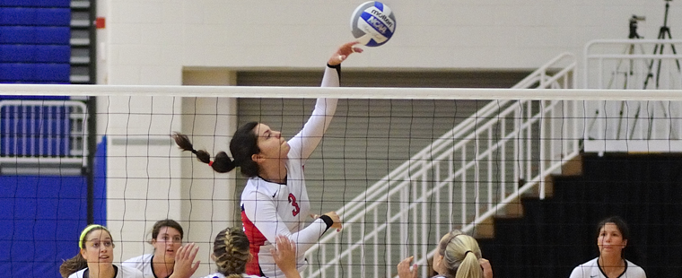 Volleyball Drops Conference Match To Spartans