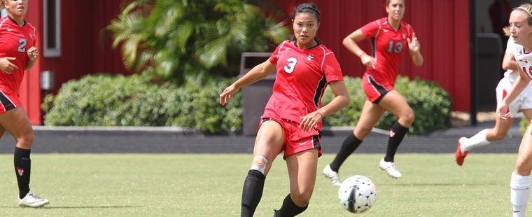 Women's Soccer Falls In Boca