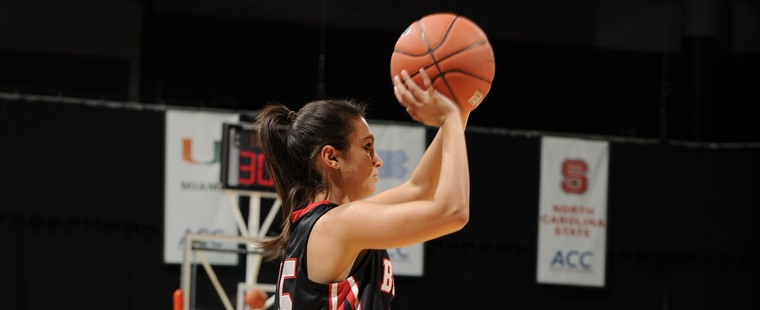 Women's Basketball Sinks Tritons On Perez's Career Day