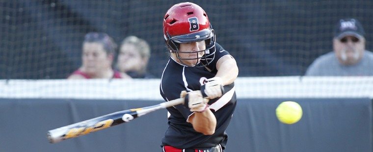 Softball Sweeps Tritons To Close Regular Season On A High