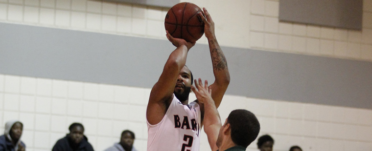 Just in Time: Men's Hoops Snatch Dramatic Win Over Saints
