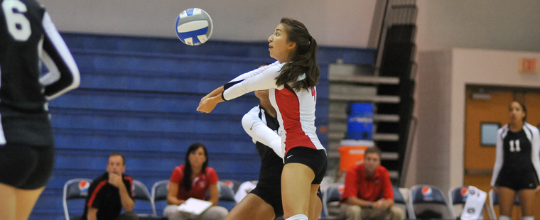 Barry Splits at Eckerd Volleyball Classic