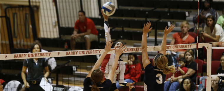 Volleyball Downed by No. 3 Tampa