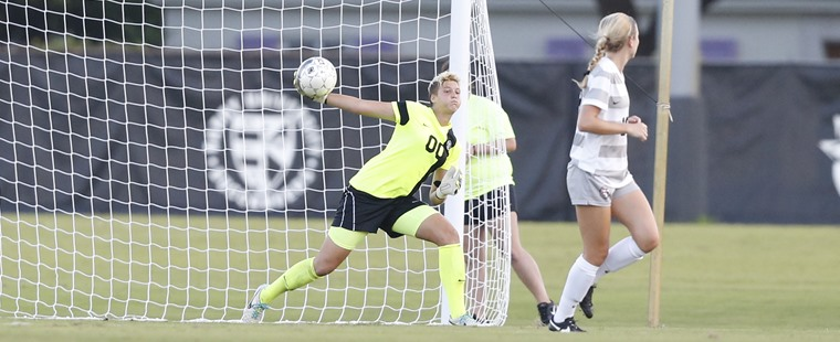 Women's Soccer Slips Past Knights