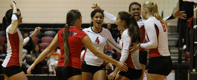Volleyball Sweeps Nova Southeastern