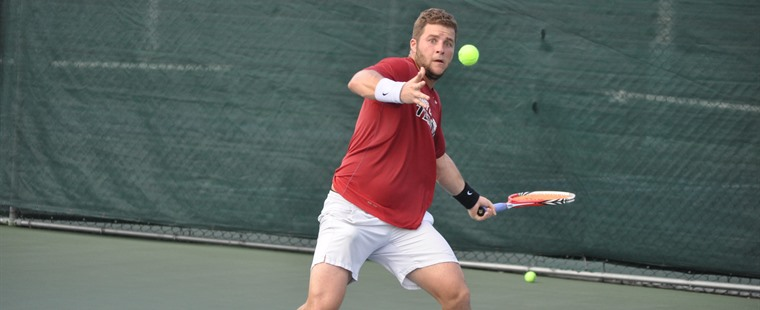 Viva la Vivas: Men's Tennis Player on to Semifinals