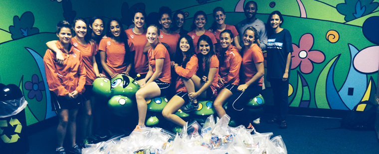 Women's Soccer Volunteers At Thanksgiving Food Drive