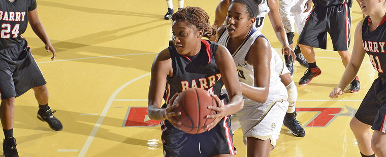 Women's Basketball Fends Off Late Rally To Sink Tritons