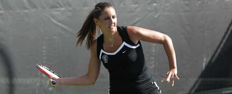 Women's Tennis Attacks Sharks, 8-1