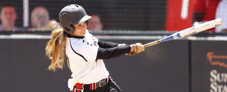 Softball Splits With Bobcats On Senior Day
