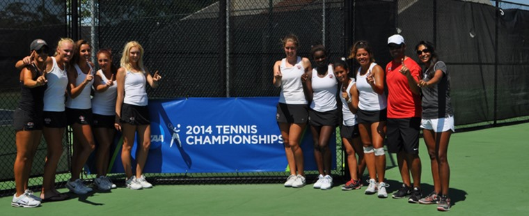 No. 1 Women's Tennis Eliminates Argos, 5-1