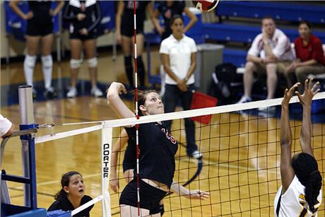 Volleyball Takes 3rd-Ranked Tampa to Four