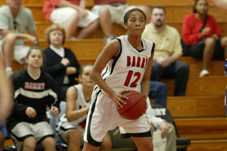Women's Basketball Chases Down Mustangs