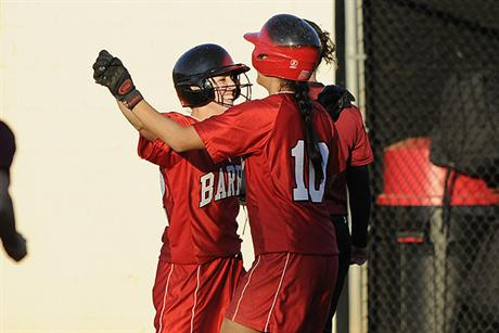 Softball Splits A Pair of One-Run Games