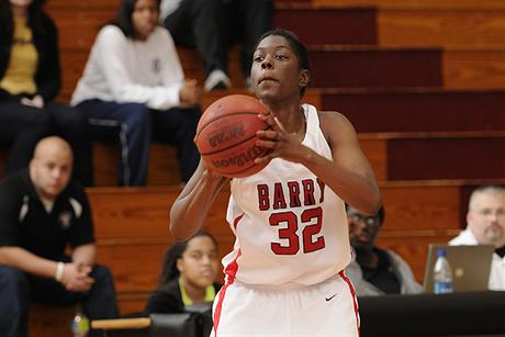 Women's Basketball Downs Lynn on the Road
