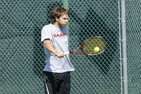 Men's Tennis Weathers Storm to Beat Tars