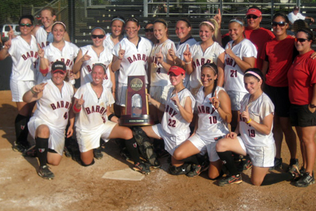 Softball Outlasts Tampa to Claim South Region Championship