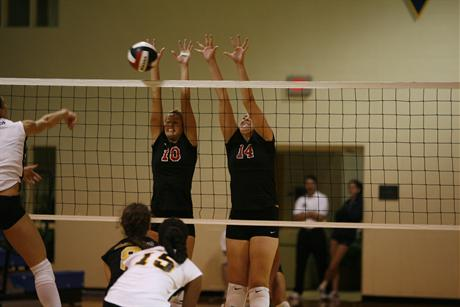 Women's Volleyball Drops 5-Set Match to Rollins
