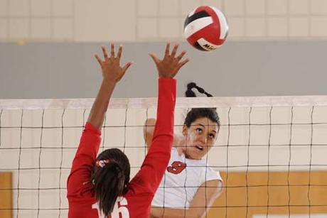 Volleyball Trashes the Gallitas