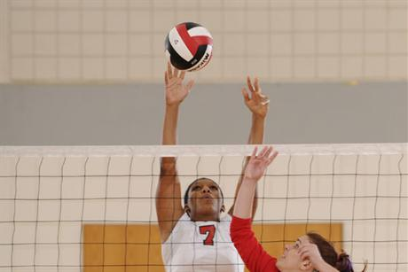 Volleyball Slides Past St. Thomas