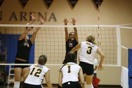 Volleyball Loses in Five to Florida Southern