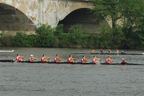 Women's Rowing Finishes Strong At Dad Vails