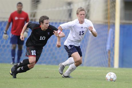 Men's Soccer Skins Bearcats Behind Four Goals From Anderson