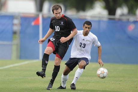 Men's Soccer Advances to the Semifinals of SSC Tourney
