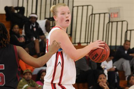 Women's Basketball Tames Lions