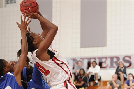 Women's Basketball Rallies Past Sailfish