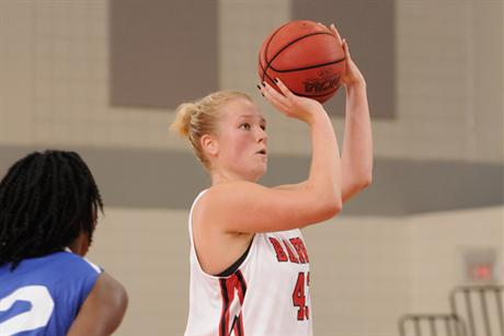 Women's Basketball Rolls Over Tars