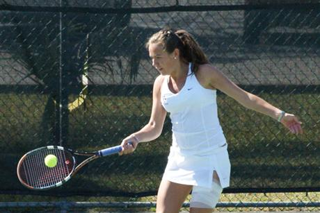 Women's Tennis Drowns Sharks