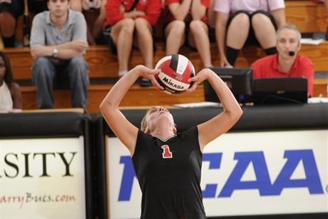 Volleyball Opens Season With A 1-1 Day