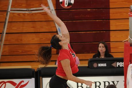 Volleyball Claims First SSC Victory Of The Season