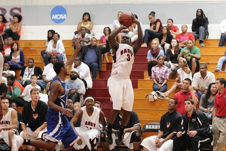 Men's Basketball Struggles Against Sailfish